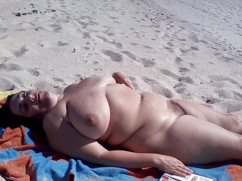 голые пышечки на пляже фото городе одни