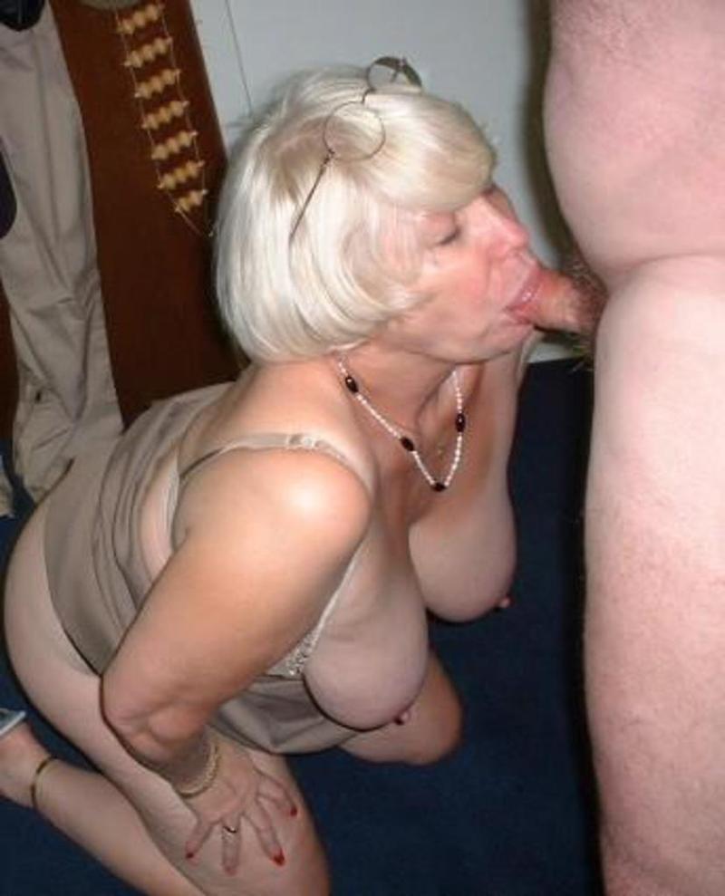 elle suce des voyeurs mature vieille femme salope