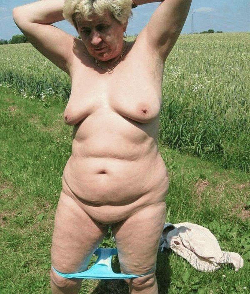 naked amateur latina girl