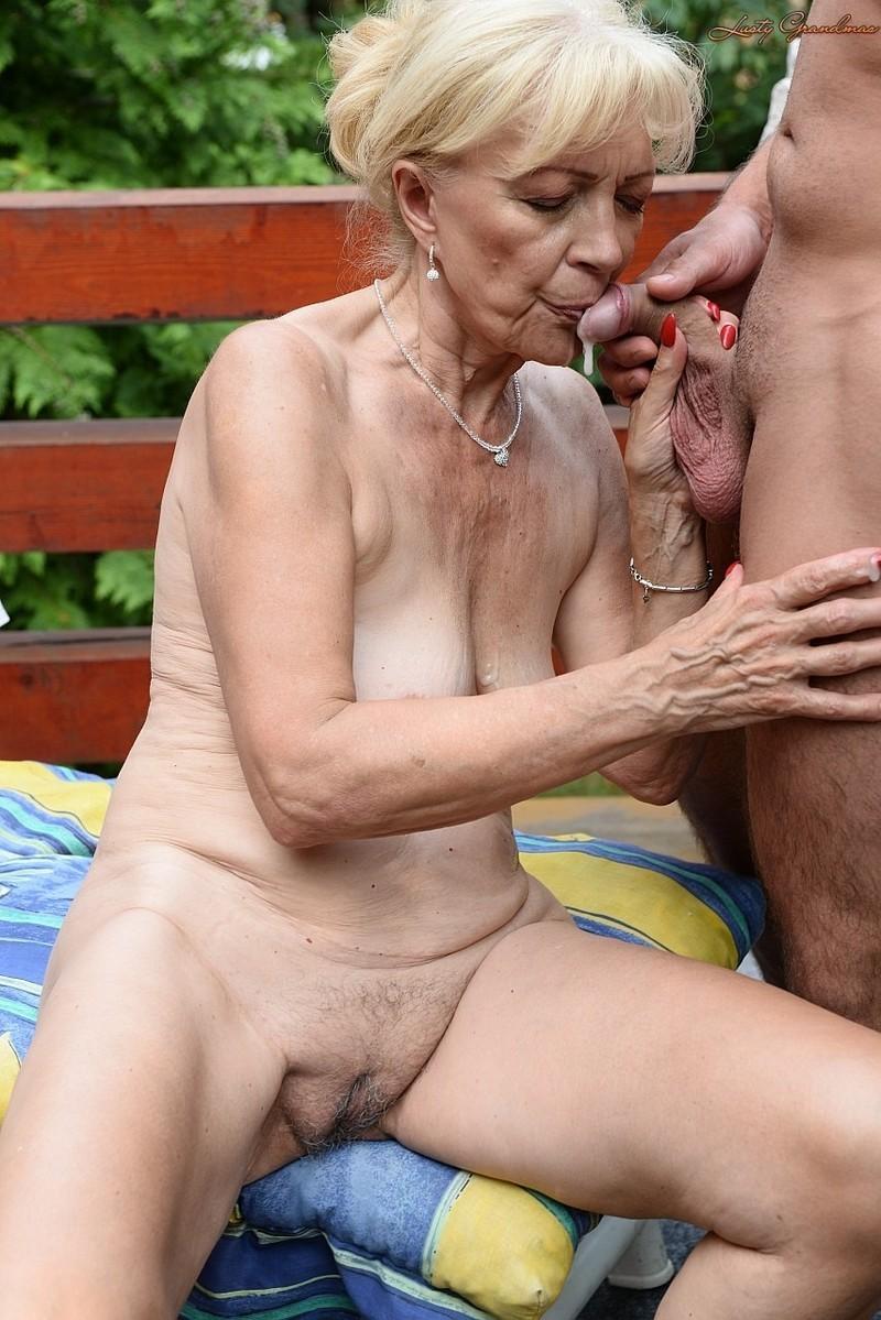 Congratulate, this gallerie stor svart maman naken