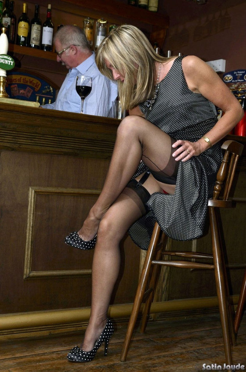 Bars in pantyhose can