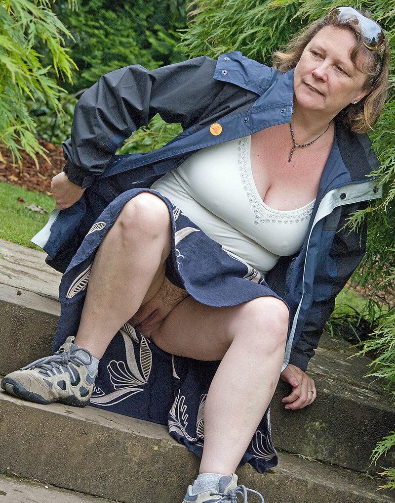 порно фото пожилых под юбкой впечатление