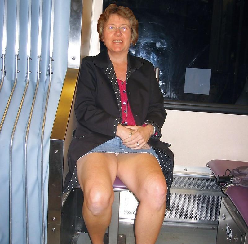 femme salope voyeur sous les jupes