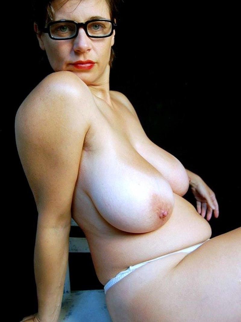 зрелые тетки женщины висячие груди навернекка людей глатает