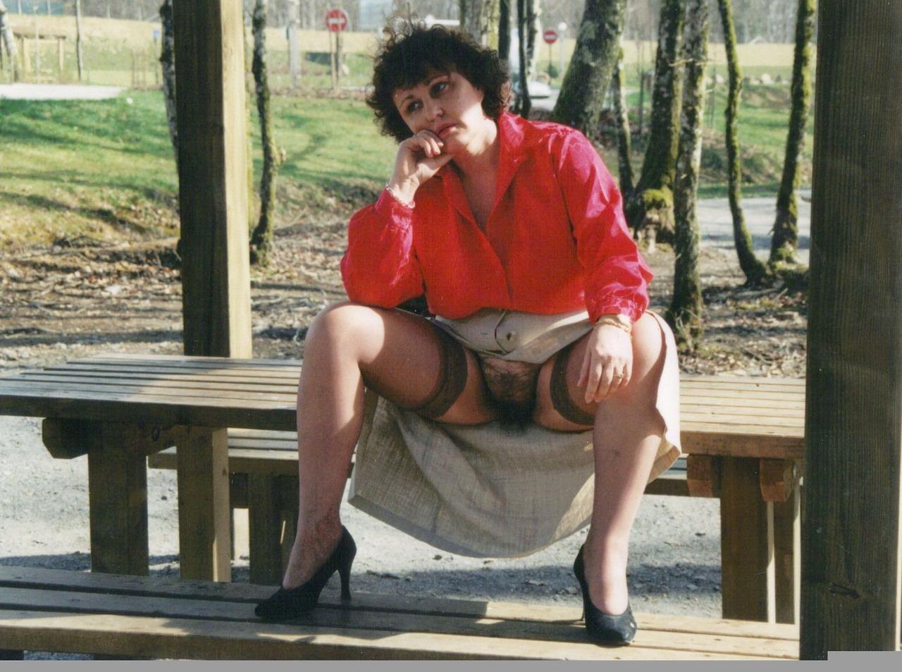 vieilles femmes salope mature en jupe